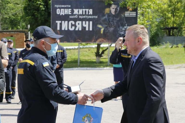 Путівки на оздоровлення, наградні годинники та відзнаки — отримали від обласної влади наші рятувальники, що долали пожежу в Чорнобилі