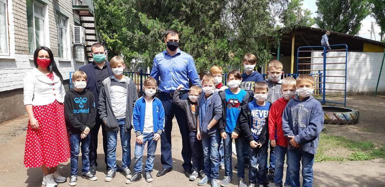 Вихованців Апостолівського центру соціально-психологічної реабілітації привітали з Днем захисту дітей