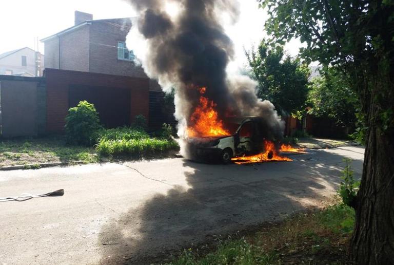 В Никополе спасатели обнаружили труп в сгоревшем автомобиле