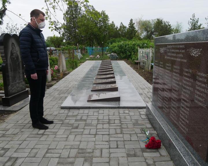 Забытые или нет? О братских могилах, народной памяти и пиаре на костях
