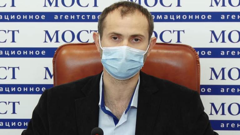 Ситуація з COVID у школах області погіршується. Про це розповів головний санітарний лікар області Роман Чуб.