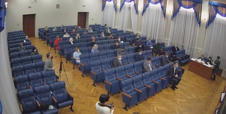 Выбрали секретаря, поделили комиссии и утвердили зарплату мэра: на первой сессии Покровского городского совета нового созыва