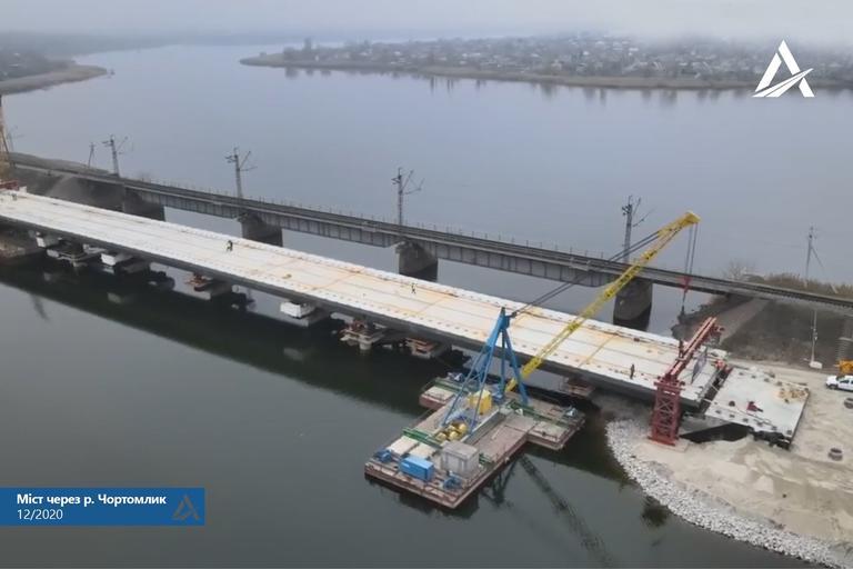 Самый важный этап возведения моста возле Алексеевки пройден