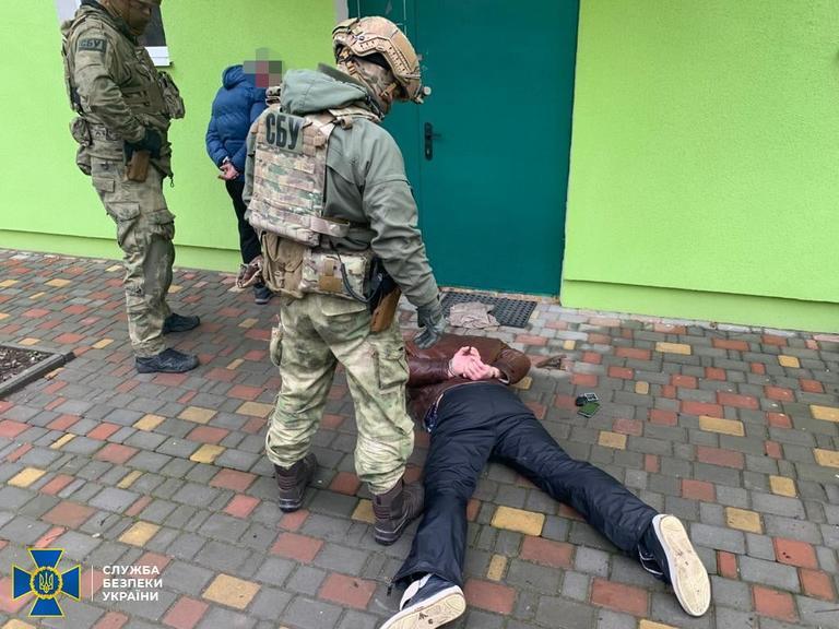 На Дніпропетровщині силовики затримали учасників угруповання, які займалися вимаганням у місцевого підприємця