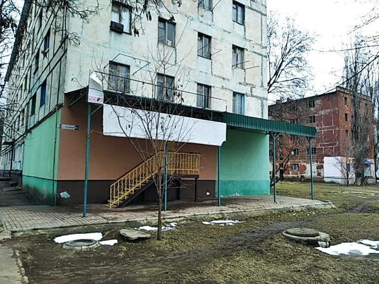В Покрові невідомі особи пошкодили офіс ВО «Батьківщина»